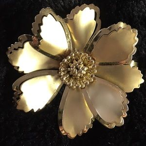 😻 3 for $13 Gold tone Flower Brooch